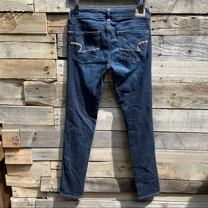 🌻American Eagle Outfitters Darker Wash Skinny Fit Jeans Size 4